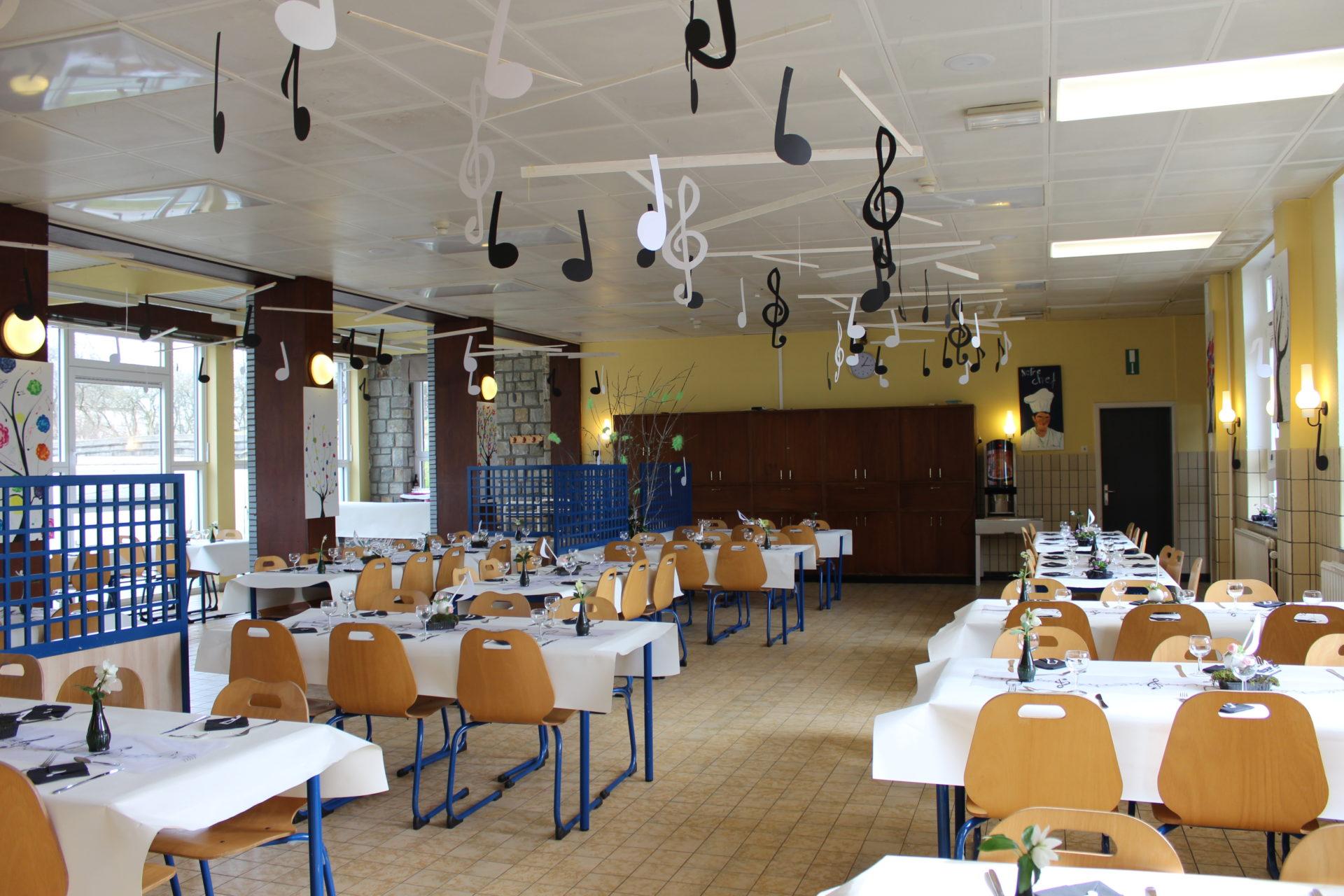 Fête scolaire : décoration du restaurant | Athénée Royal de Waimes